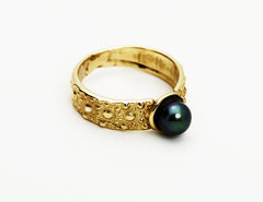 R-1002 Gold Ring / Akoya Cultured Black Pearl