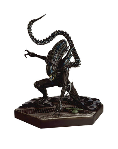 "Alien and Predator Figure Collection – Special  #9 – Alien Xenomorph Warrior 11.5"" Mega Collectible Figure"
