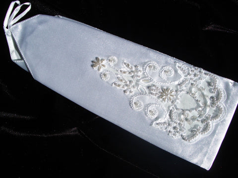 #9055 Fingerless V bridal glove w/ lace and pearl detail