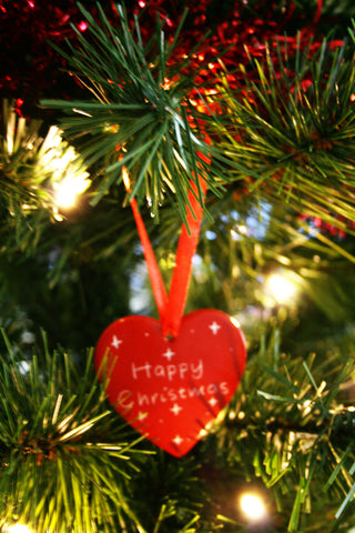 Happy Christmas Hanging Hearts 5 cm (24 per display box - min 24)