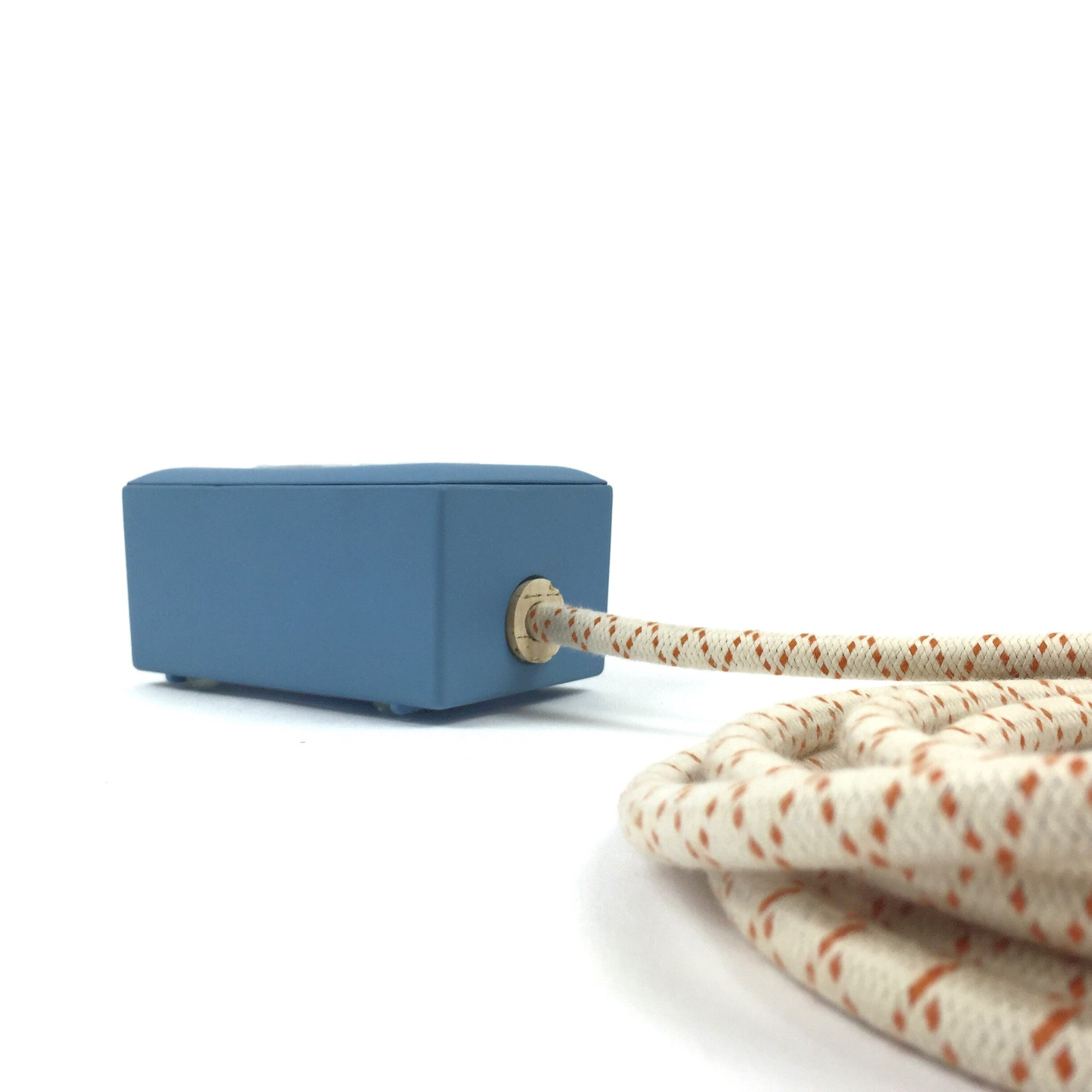 New! Martha Blue Extō - A Modern Dual-Tamper-Resistant Outlet, 13-AMP Extension Cord