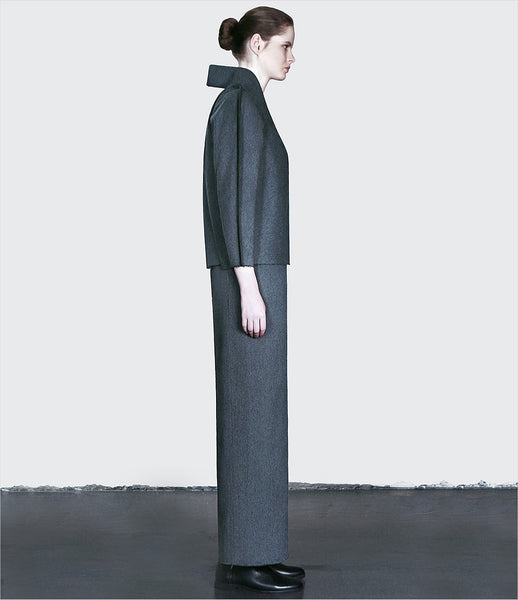 Dzhus_dress_overcoat_clothing_made_to_order_wool_gray_geometric_collar_front_lapels_zipper_structural_kidsofdada