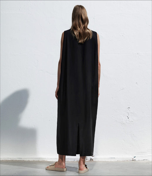 Arethé-Stockholm_black_viscose_high-neck_dress_pockets_maxi_dropped-armholes_minimal_COS_155_fashion_womens_kidsofdada