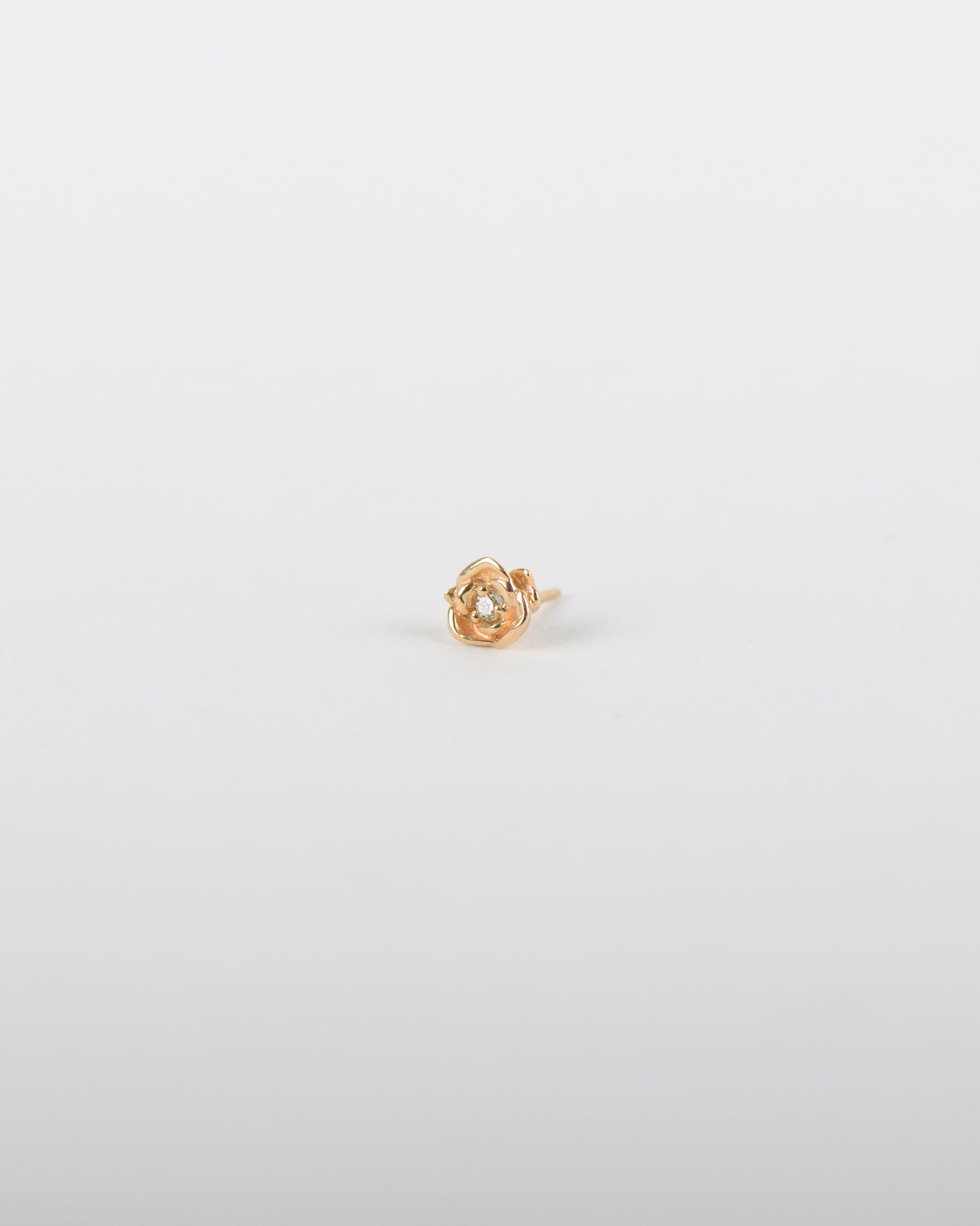 Rose Earring in Yellow Gold with a Diamond