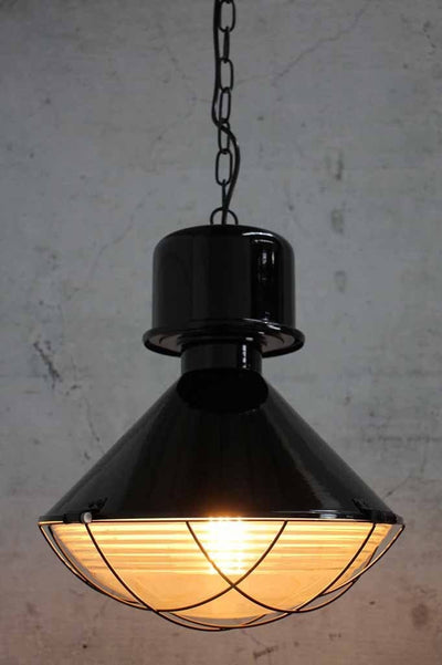 industrial-vintage-pendant-light-with-black-metalware-and-clear-glass-shade