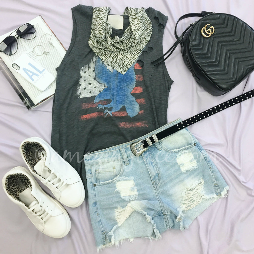 AMERICAN EAGLE TEE AND DENIM SHORTS OUTFIT
