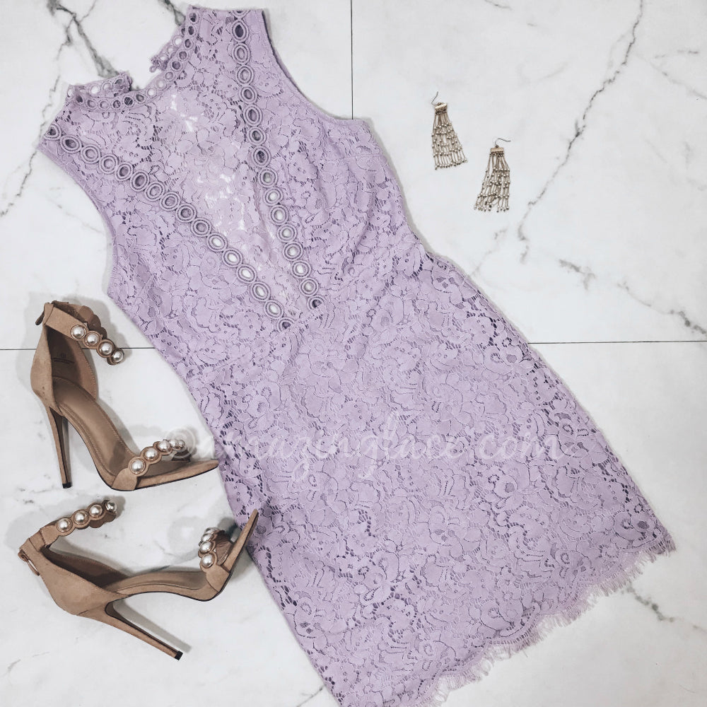 LILAC LACE DRESS AND HEELS OUTFIT