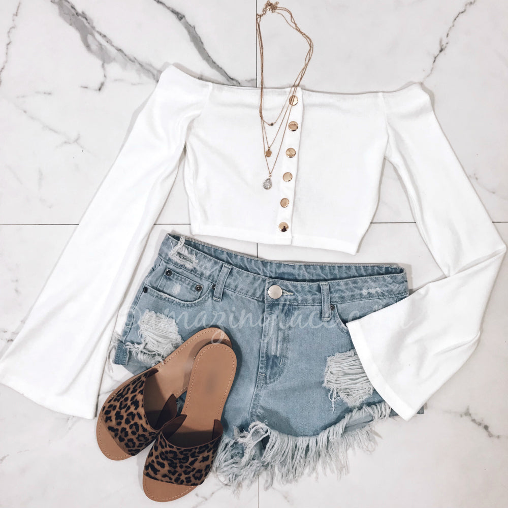 WHITE CROP TOP AND DENIM SHORTS OUTFIT