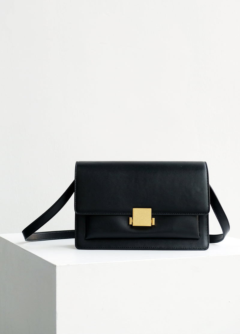 ÉTOILE Medium Leather Shoulder Bag
