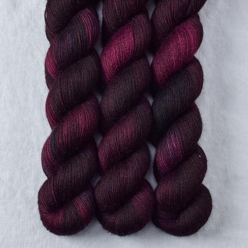 Dark Fury - Miss Babs Katahdin 437 yarn