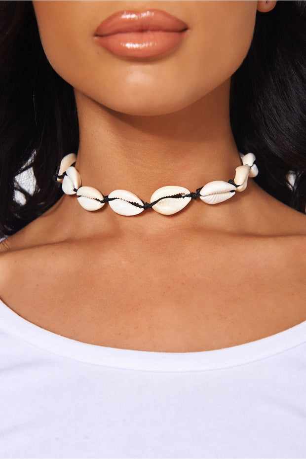 Esra White Shell Choker Necklace