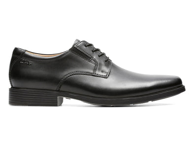 Clarks Tilden Plain in Black leather outer view