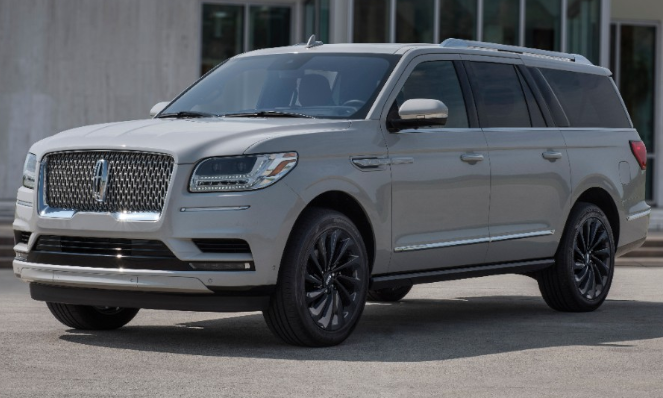 The 2020 Lincoln Navigator with Monochromatic Pearl Paint