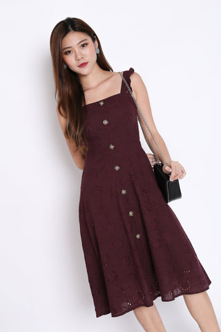 *TPZ* (PREMIUM) RACHELLY EYELET DRESS IN PLUM