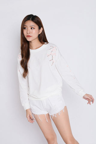 PRETTY SAKURA EMBROIDERY PULLOVER IN WHITE