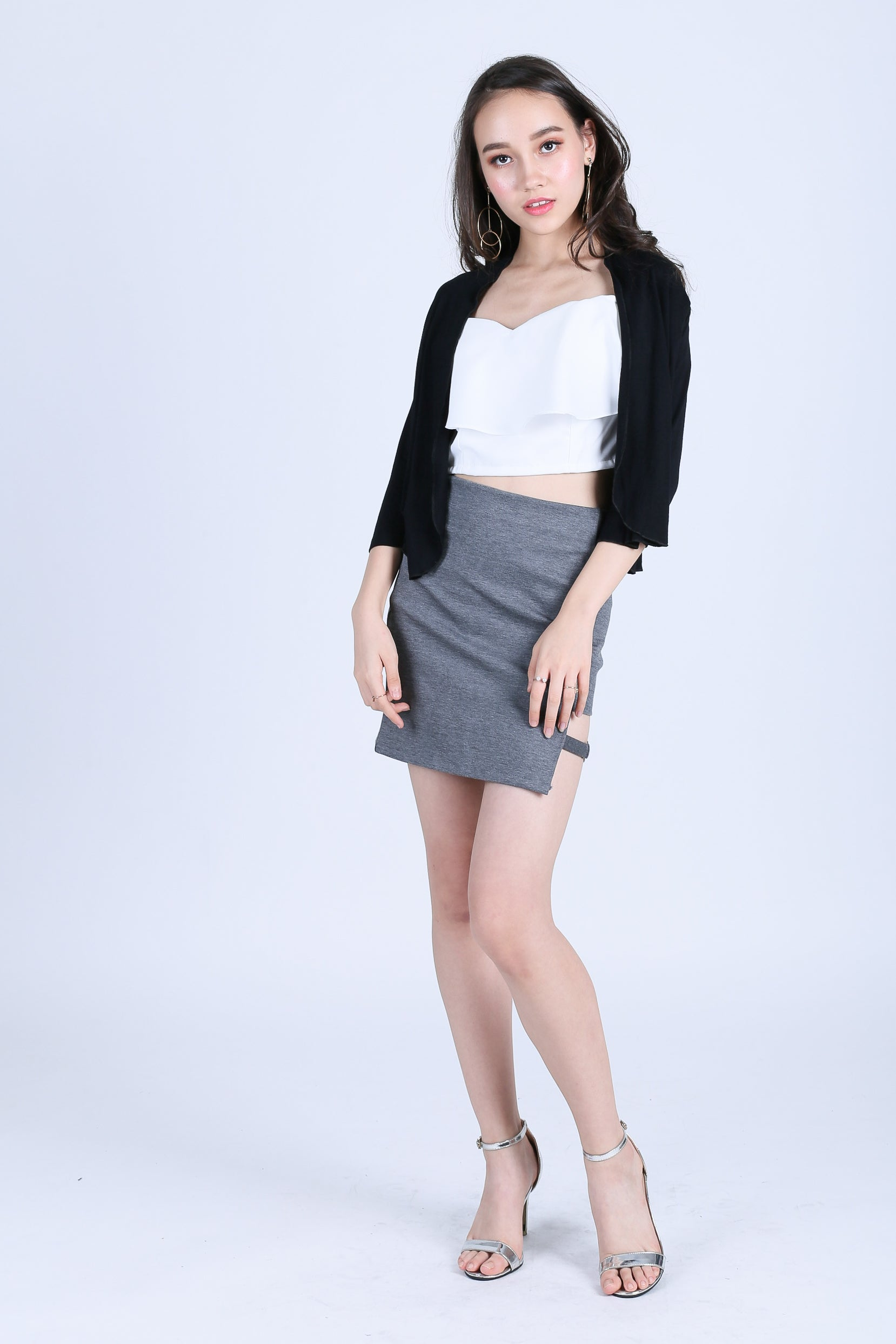 BASIC CROP CARDIGAN IN BLACK