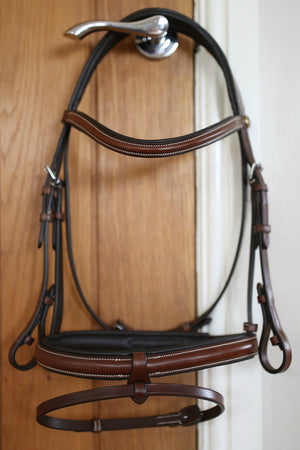 Brown oak snaffle bridle with combi noseband