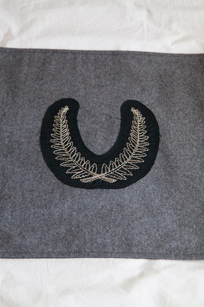 Native Agent 'Huia' Bed Runner