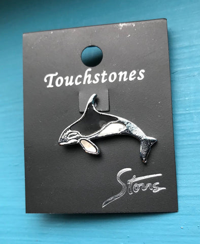 Wild Pearle Orca lapel pin