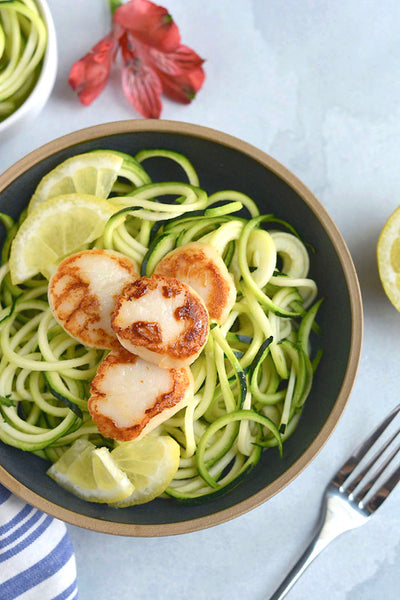 LEMON GARLIC SCALLOPS WITH ZUCCHINI NOODLES