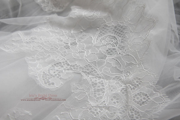 Cathedral French Chantilly Lace Wedding Veil | VG1064