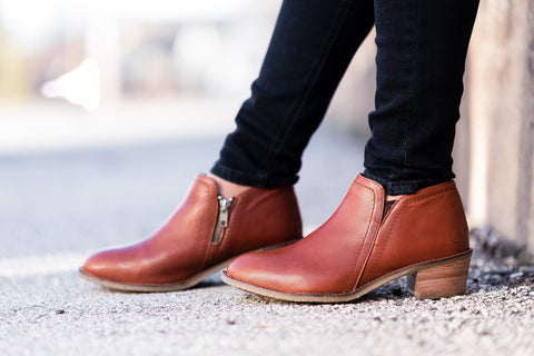 Gravity Low-Cut Boot in cognac