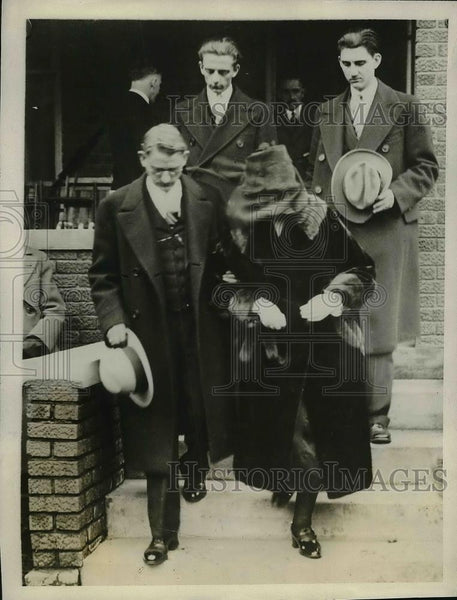 1927 Press Photo Friends of Albert Frick at his funeral in Crystal Lake, - Historic Images