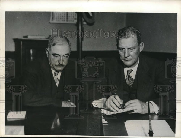 1932 Press Photo Charles F. Glaeser wlaked into states attorney office John A. - Historic Images