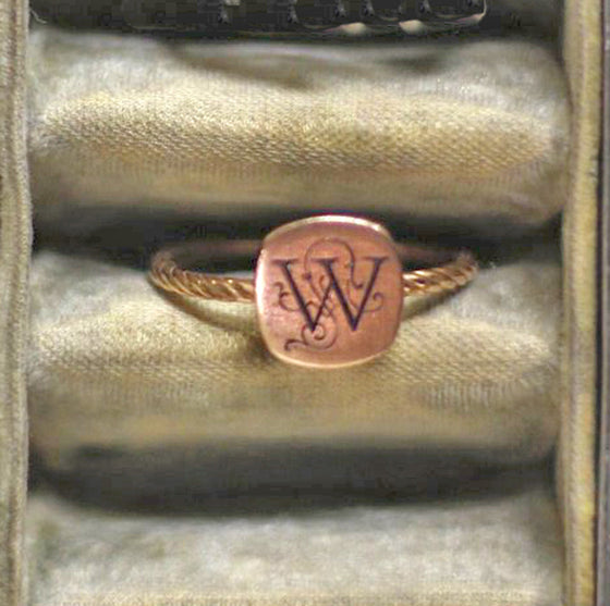 14K Gold Antique Initial Ring