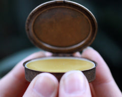 Vespertina Solid Natural Perfume in an Oval Compact