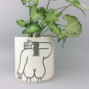 Louise Madzia Planter - Get Low!