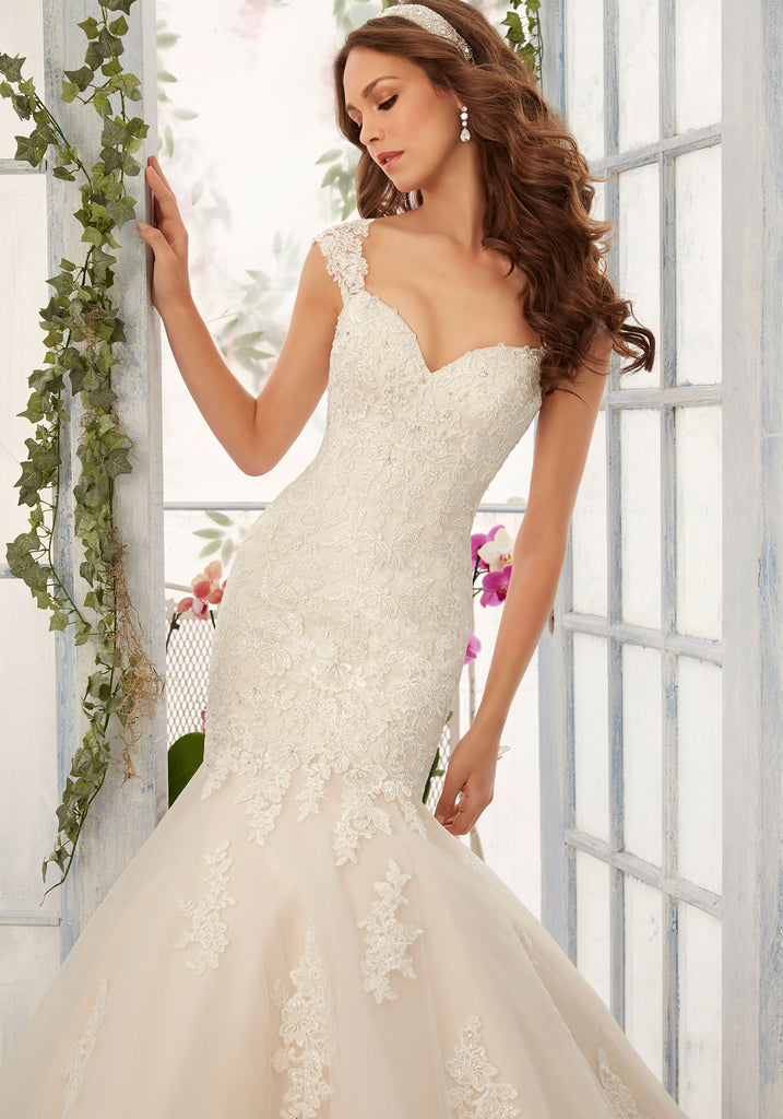 Mori Lee '5407' size 14 new wedding dress front view close up