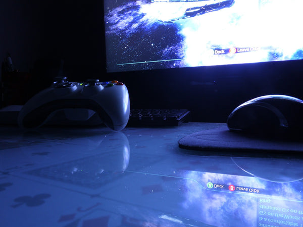 Xbox One controller and gaming mouse