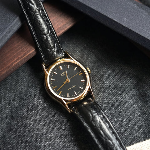Casio Classic in Black/Gold