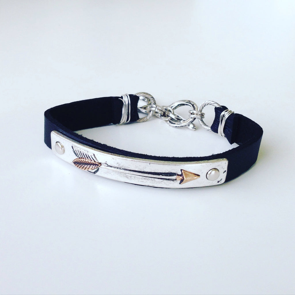 Leather Strap with Arrow Pendant Bracelet