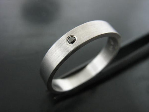 4mm JIOU RING  White Gold and Black Diamond