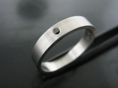 Jiou Ring- White Gold & Black Diamond