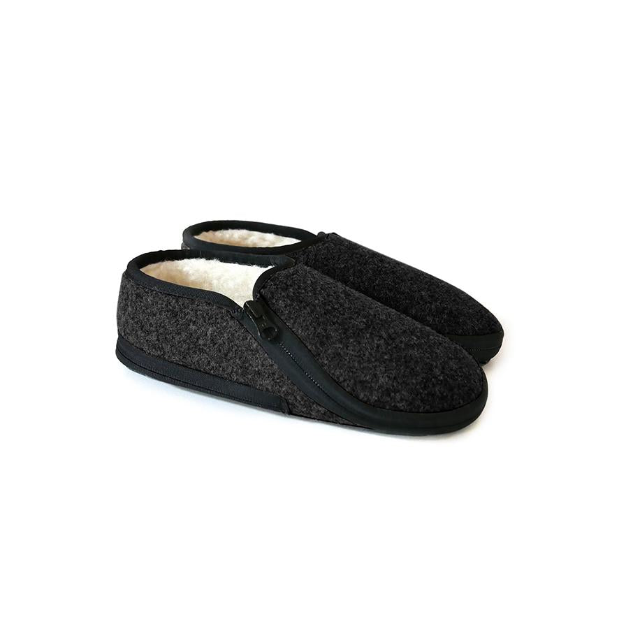 Lazy Lasso Slippers in Black