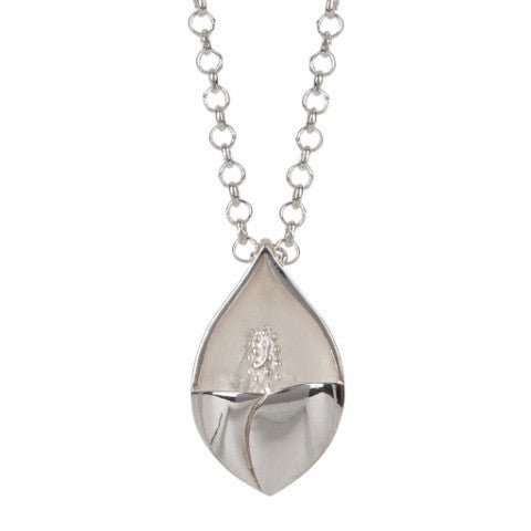 Easter lily pendant in silver