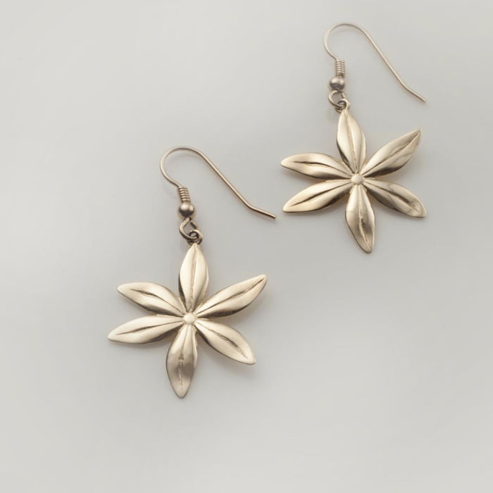 Cover me in daisies medium earrings in solid gold
