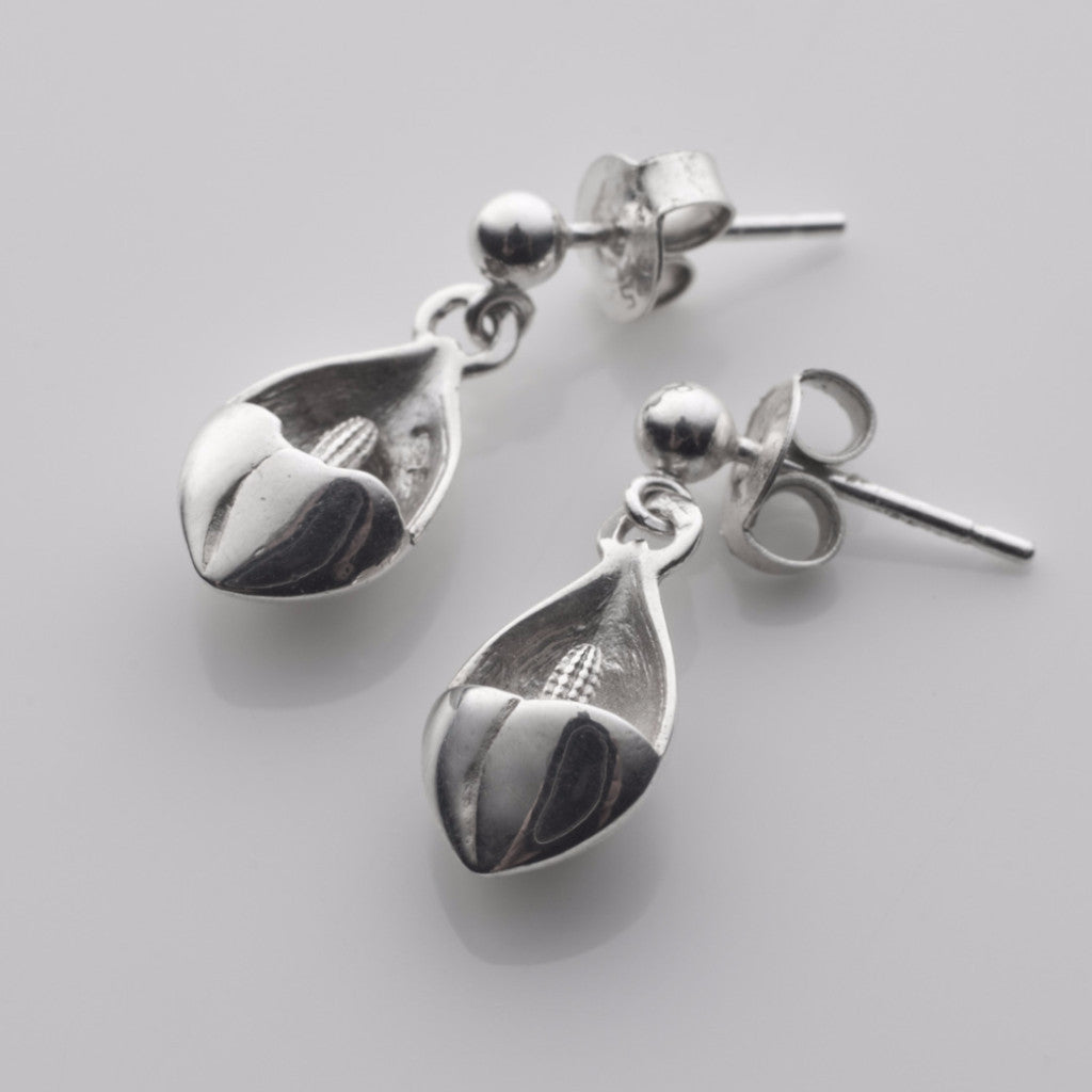 Easter lilly tiny drop earrings in silver