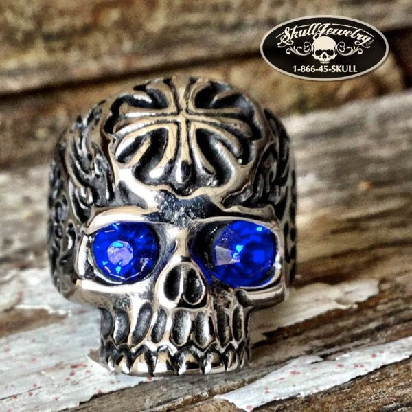 'The Story In Your Eyes' Blue Eyes Skull Ring