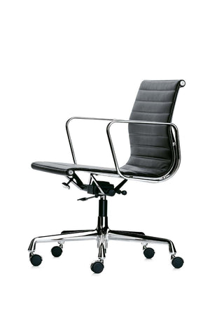 Eames Aluminium Chair EA 117 black leather