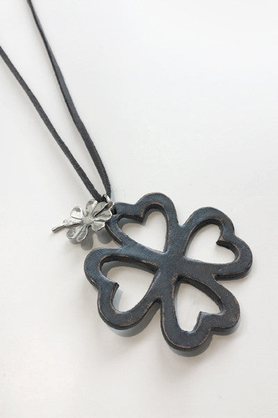 Clover Necklace in Grey Leather