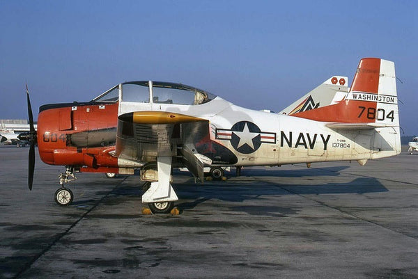 137804 North American T-28B, USN(Washington), Jacksonville 1972
