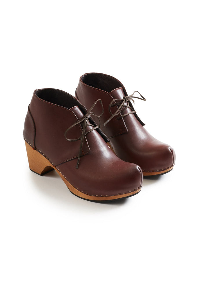 toe seam bootie leather clogs in acorn