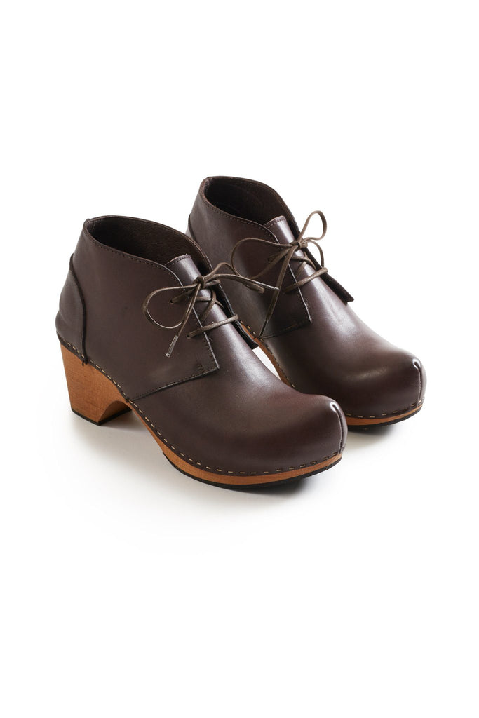 toe seam bootie leather clogs in dark brown