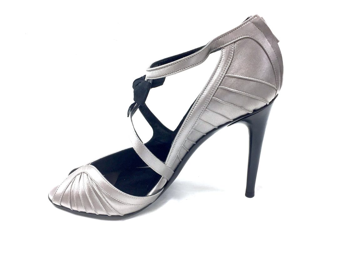 bisbiz.com GUCCI   Gray Silk Peep-Toe Black Bow Accent Hi-Heel Pumps Shoes Size:  7.5M - Bis Luxury Resale