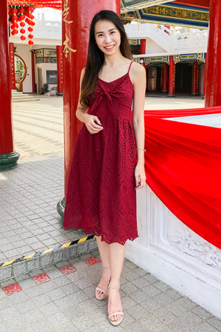 Elisamarie Lace Midi Dress in Burgundy