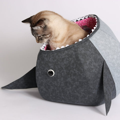 The shark CAT BALL cat bed is made by The Cat Ball, LLC